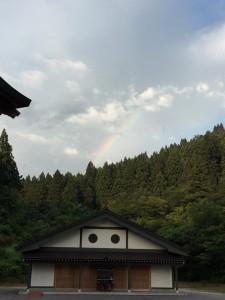 法福寺納骨堂と虹